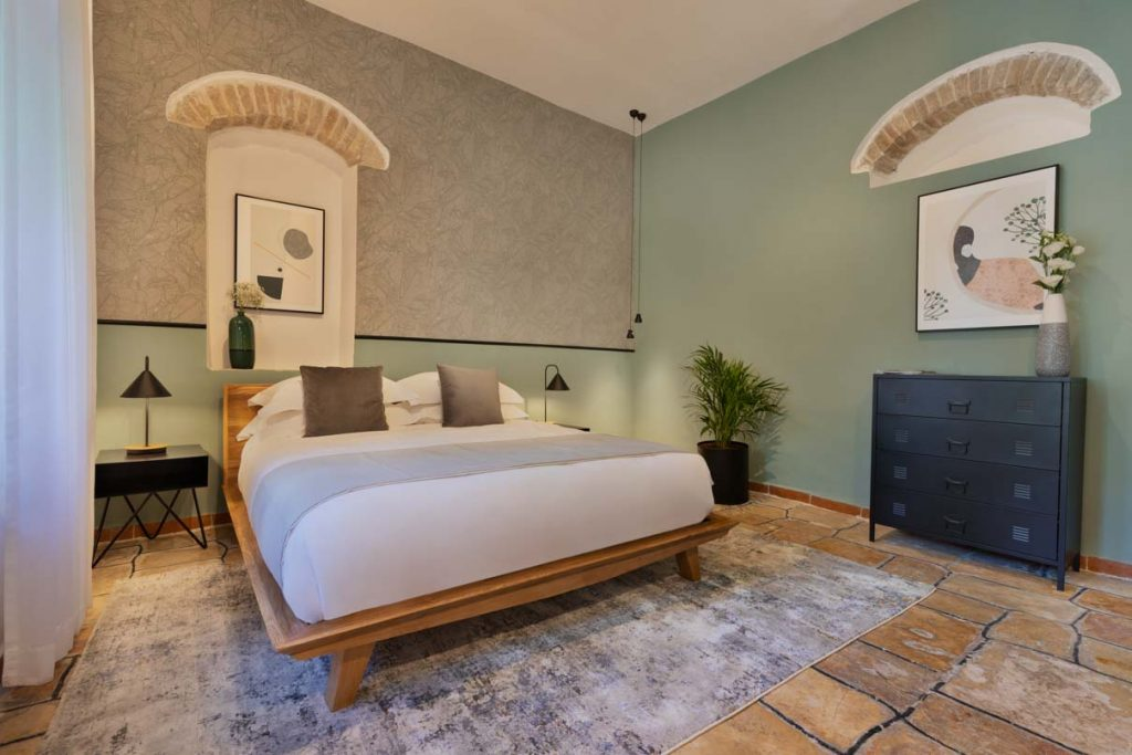 damson-hotel-classic-suite-6