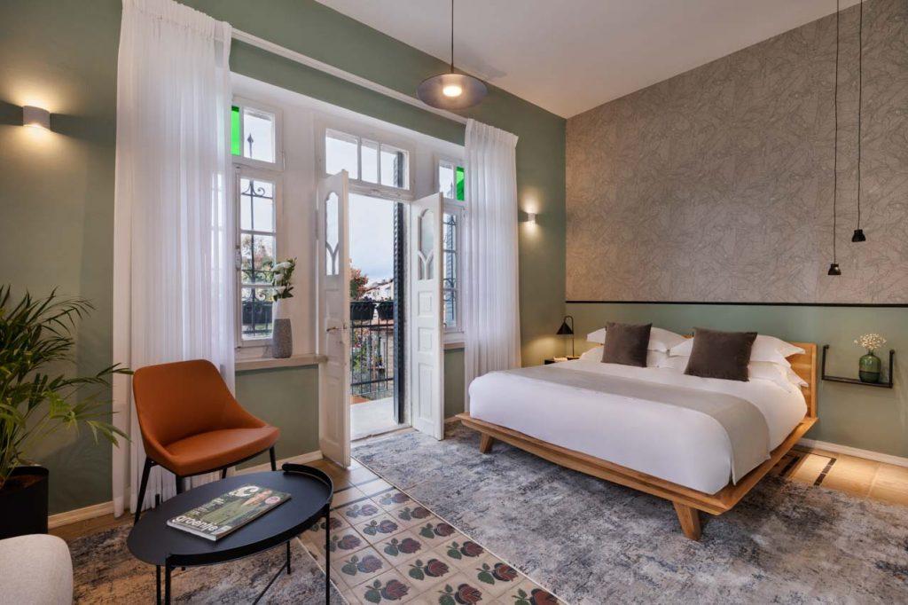damson-hotel-deluxe-balcony-suite-3