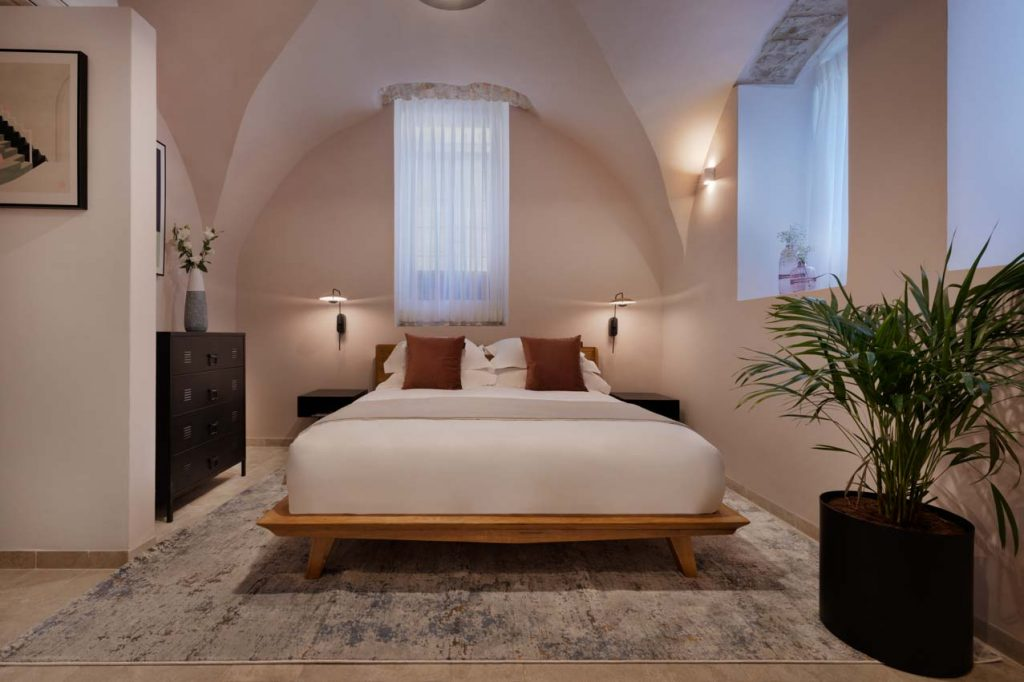 damson-hotel-the-cave-3